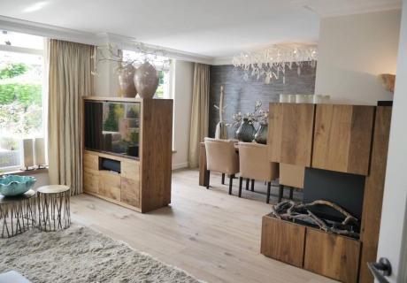 Breng sfeer in uw woonkamer door een houten vloer
